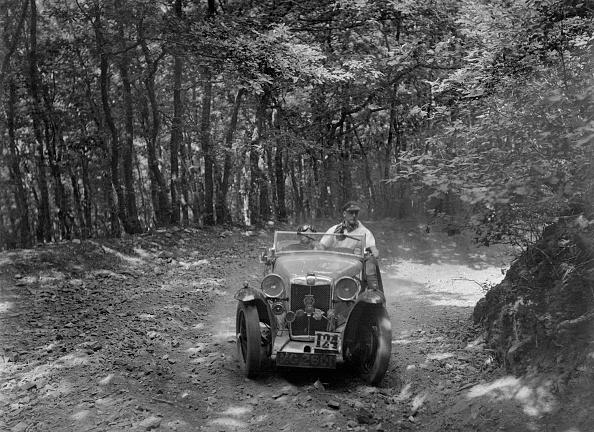 Dirt Road「MG Magna competing in the B&HMC Brighton-Beer Trial, Fingle Bridge Hill, Devon, 1934」:写真・画像(7)[壁紙.com]
