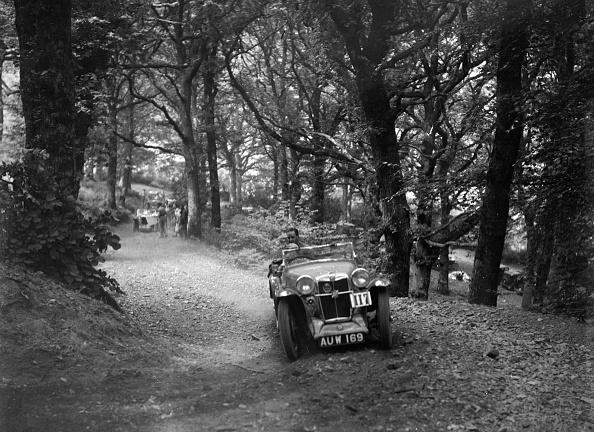 Dirt Road「MG Magna competing in the B&HMC Brighton-Beer Trial, Fingle Bridge Hill, Devon, 1934」:写真・画像(5)[壁紙.com]