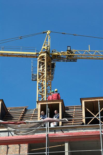 Clear Sky「Polish construction workers having a break, Gdansk, Poland」:写真・画像(12)[壁紙.com]