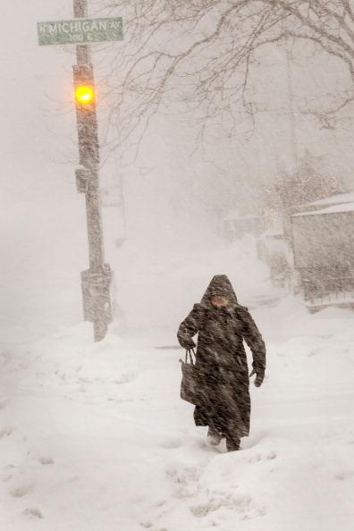 Snow「Major Blizzard Roars Through Chicago Area」:写真・画像(14)[壁紙.com]