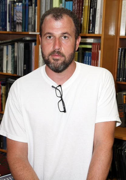 作家「The Strand Book Store Welcomes James Frey And Terry Richardson」:写真・画像(2)[壁紙.com]