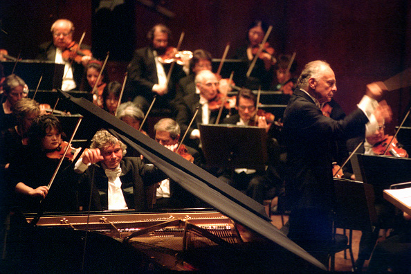 Béla Bartók「Zoltan Kocsis performing Bartok's 'Piano Concerto No. 3' with the New York Philharmonic led by Lorin Maazel at Avery Fisher Hall on Thursday night, October 9, 2003. (Photo by Hiroyuki Ito/Getty Images)」:写真・画像(15)[壁紙.com]