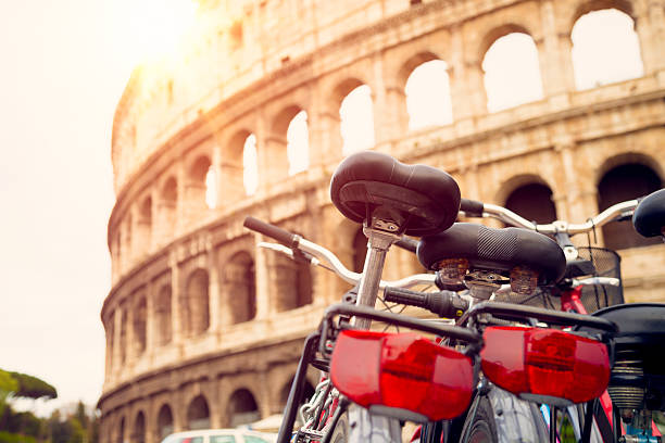 Bicycles near Colosseum (Rome, Italy):スマホ壁紙(壁紙.com)