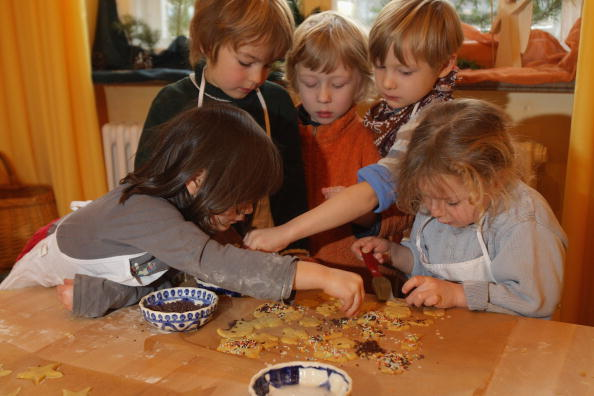 Cookie「Children Prepare Christmas Cookies」:写真・画像(13)[壁紙.com]