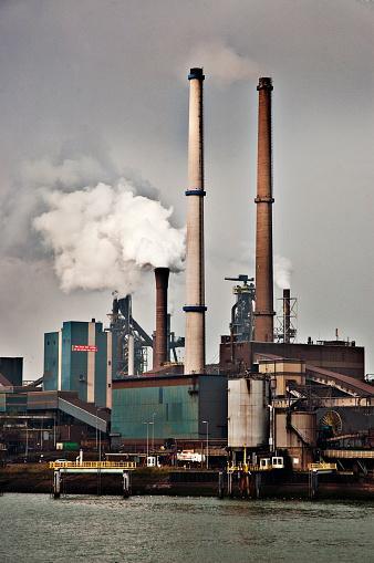 Ijmuiden「Industrial blast furnace emitting plumes of smoke.」:スマホ壁紙(4)