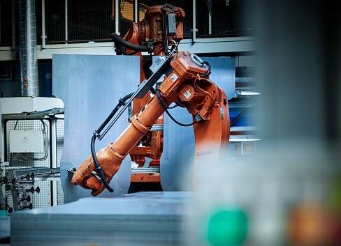 Robot Arm「Industrial robot arm used in metalworking」:スマホ壁紙(3)