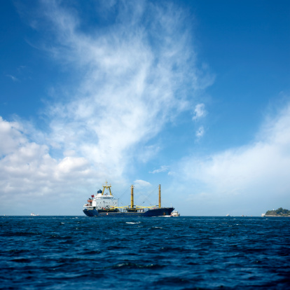 cloud「産業用船舶で港」:スマホ壁紙(16)
