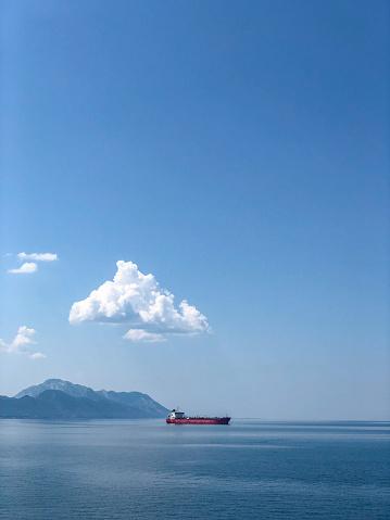 Mid Distance「Industrial Ship Transportation of Goods Across the Sea」:スマホ壁紙(16)