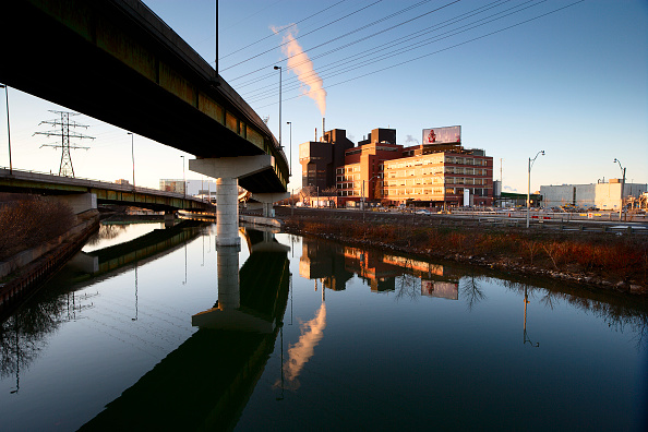 Environmental Damage「Industrial scene with concrete flyover, Canada.」:写真・画像(12)[壁紙.com]