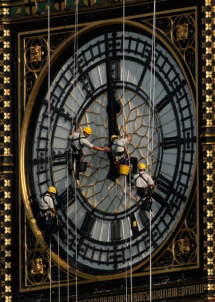 Rope Access Technician「Technicians Abseil Down The Clock Face Of Big Ben」:写真・画像(8)[壁紙.com]