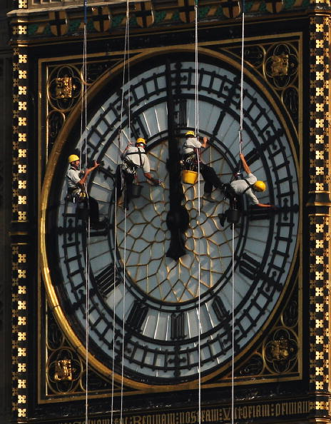 Rope Access Technician「Technicians Abseil Down The Clock Face Of Big Ben」:写真・画像(6)[壁紙.com]