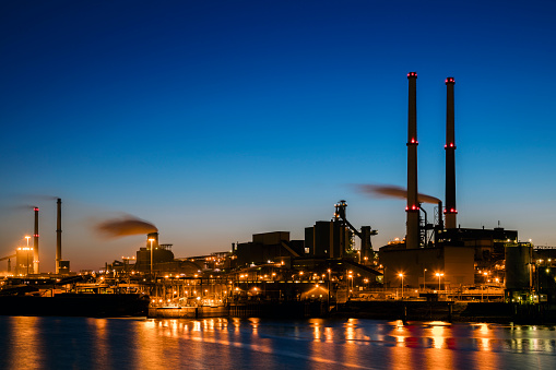 Industrial Building「Industrial plant at twilight」:スマホ壁紙(0)