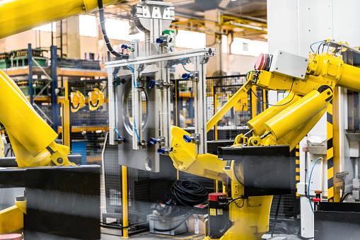 2018「Industrial Robot Working in Factory」:スマホ壁紙(2)