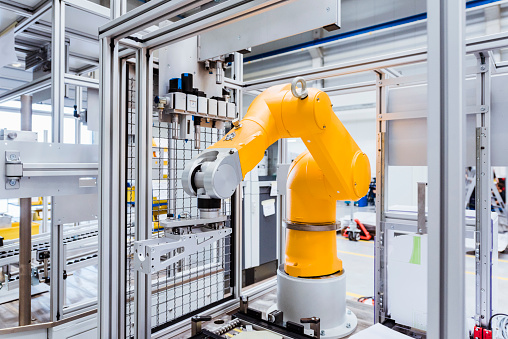 Robot「Industrial robot on factory shop floor」:スマホ壁紙(11)