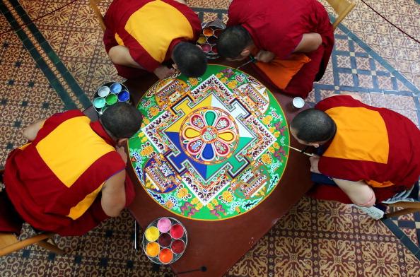 Sand「Tibetan Monks Take Part In The Salisbury International Arts Festival」:写真・画像(15)[壁紙.com]