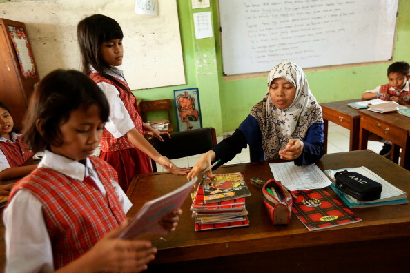 Ed Wray「Indonesian School Curriculum To Drop Science Classes To Increase Religon And Nationalism Studies」:写真・画像(18)[壁紙.com]