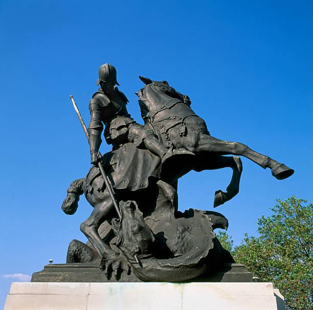 St Saint George on horse slaying dragon statue:スマホ壁紙(壁紙.com)