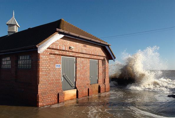 Felixstowe「High sea from storm surge flooding seaside, Felixstowe, Suffolk, UK」:写真・画像(12)[壁紙.com]