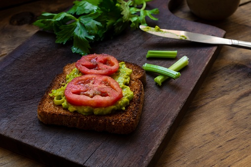 Toasted Food「Toast bread with avocado and slice of tomato.」:スマホ壁紙(5)