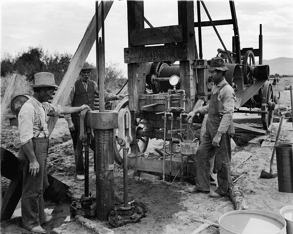 Hydraulic Platform「Hydraulic Jack Drilling A Well」:写真・画像(8)[壁紙.com]