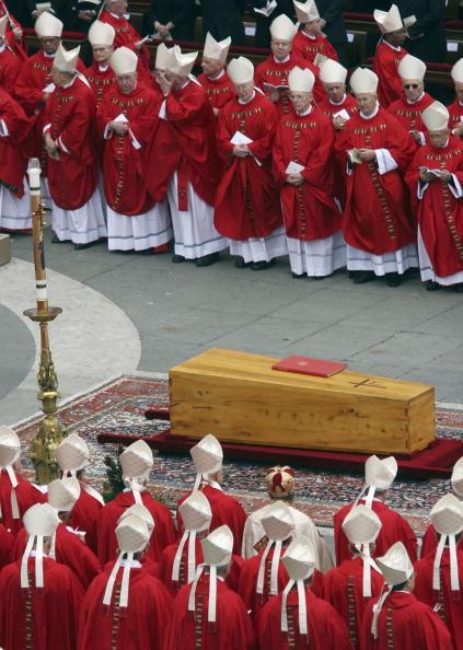 Giuseppe Cacace「Funeral Held For Pope John Paul II」:写真・画像(2)[壁紙.com]