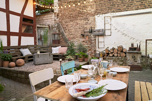 Place Setting「Backyard decorated for a barbecue」:スマホ壁紙(19)