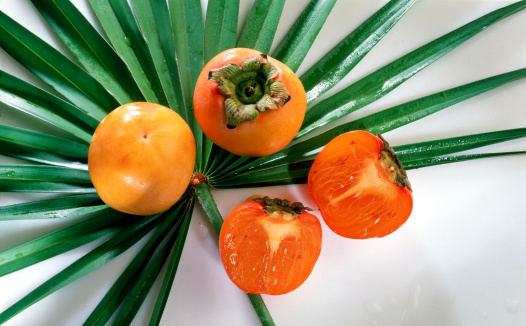 persimmon「Persimmons on palm leaf」:スマホ壁紙(18)