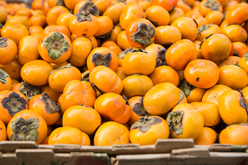 柿「Persimmons for sale at farmer's market」:スマホ壁紙(17)