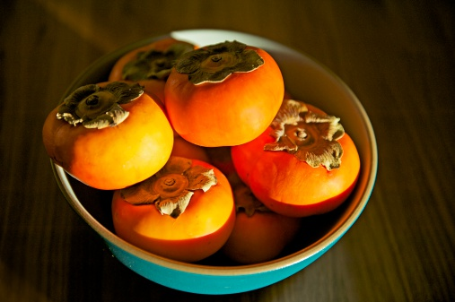 柿「Persimmons in Blue Bowl」:スマホ壁紙(12)