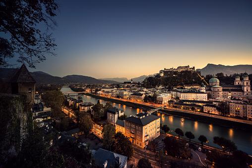 Music Festival「Historic Old Town of Salzburg at dusk Austria」:スマホ壁紙(17)