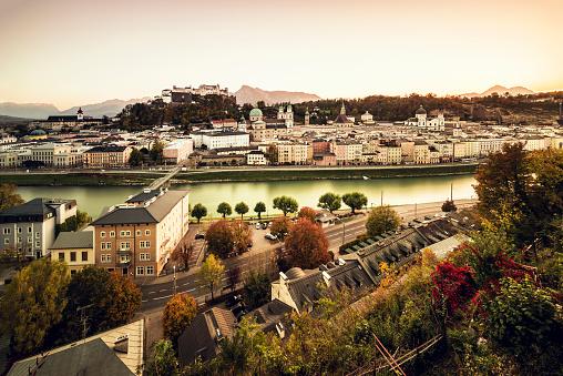 Music Festival「Historic Old Town of Salzburg at dusk Austria」:スマホ壁紙(9)