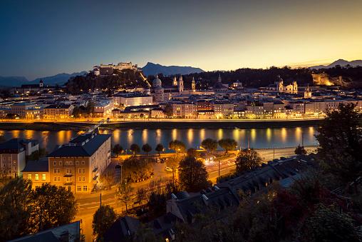 Music Festival「Historic Old Town of Salzburg at dusk Austria」:スマホ壁紙(12)