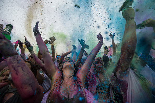 お祭り「Holi Festival Of Colours Is Celebrated In London」:写真・画像(1)[壁紙.com]