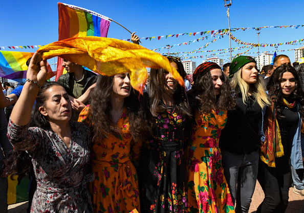 歌う「Kurdish Communities In Turkey Celebrate Nowruz」:写真・画像(16)[壁紙.com]