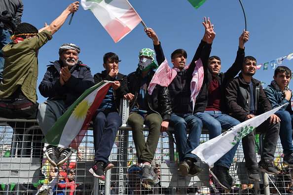 歌う「Kurdish Communities In Turkey Celebrate Nowruz」:写真・画像(10)[壁紙.com]