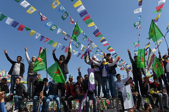 歌う「Kurdish Communities In Turkey Celebrate Nowruz」:写真・画像(5)[壁紙.com]
