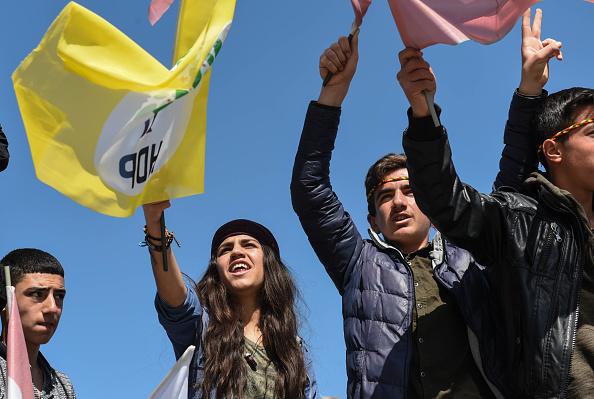 歌う「Kurdish Communities In Turkey Celebrate Nowruz」:写真・画像(3)[壁紙.com]