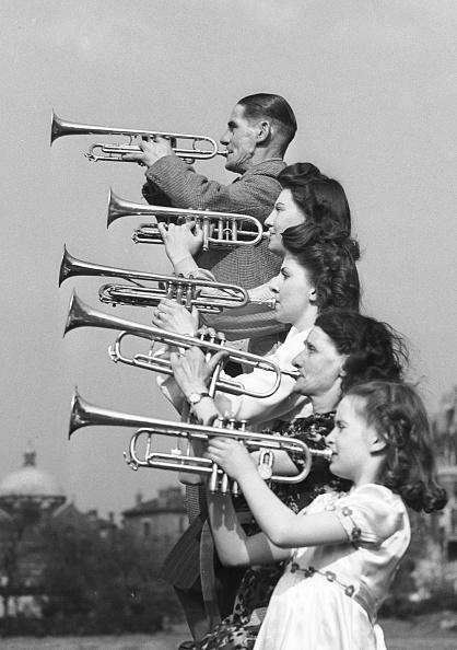 楽器「Trumpeter Family」:写真・画像(13)[壁紙.com]