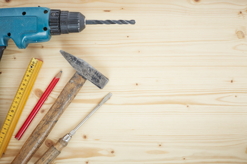 DIY「Drill, pencil, hammer, screwdriver, folding ruler on wood, close up」:スマホ壁紙(15)