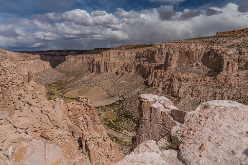 Bolivian Andes「Dramatic rock formations of the Devil's Canyon, Bolivian Andes, Bolivia」:スマホ壁紙(9)