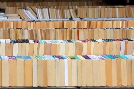 Thrift Store「Second Hand book market under Waterloo Bridge, Southbank Centre, London, England」:スマホ壁紙(15)
