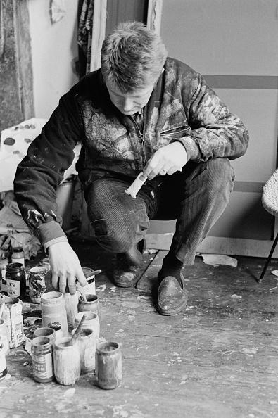 Crouching「John Hoyland At Work」:写真・画像(15)[壁紙.com]
