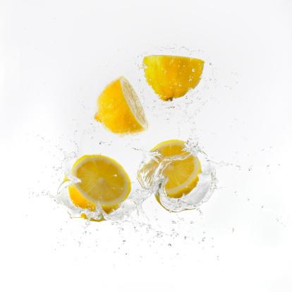 Splashing「Lemon Halves Falling Into Water」:スマホ壁紙(7)