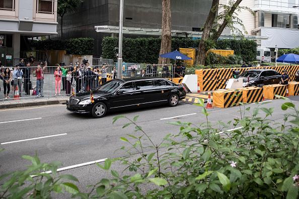 Motorcade「U.S. President Trump Meets North Korean Leader Kim Jong-un During Landmark Summit In Singapore」:写真・画像(12)[壁紙.com]