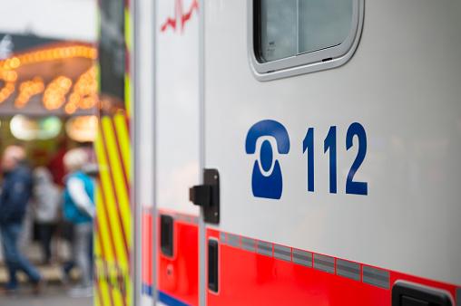 Telephone Number「Germany, German Red Cross, ambulance, emergency number on」:スマホ壁紙(7)