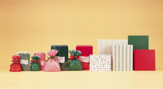 Wrapping Paper「Wrapped Christmas presents in a row, front view, colored background」:スマホ壁紙(19)