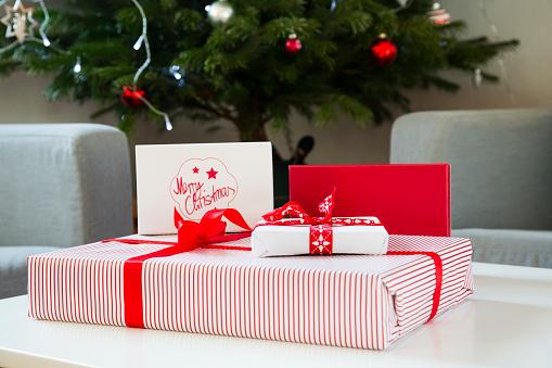 Surprise「Wrapped Christmas presents」:スマホ壁紙(19)