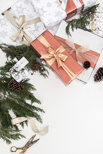 Pine Cone「Wrapped Christmas gifts and Christmas decorations」:スマホ壁紙(7)