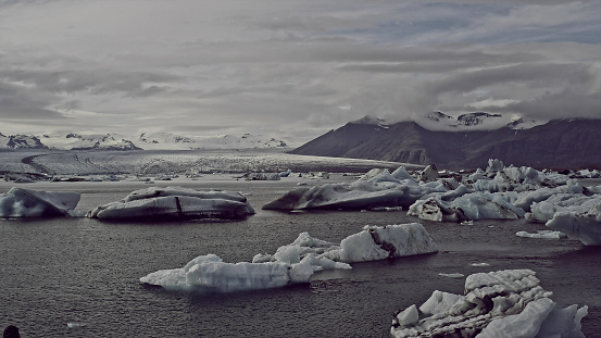 Glacier Bay National Park「Glacier lagoon with dramatic sky」:スマホ壁紙(8)