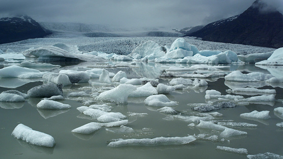 Glacier Bay National Park「Glacier lagoon with dramatic sky」:スマホ壁紙(3)